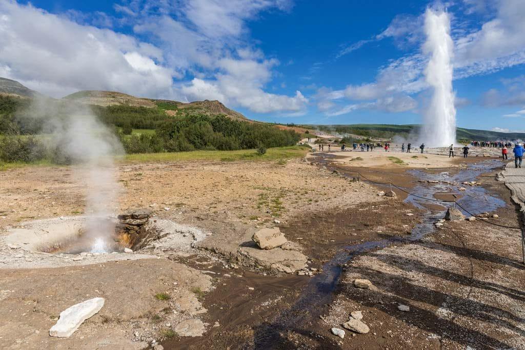 Izland időjárása nyáron: Strokkur gejzírnél