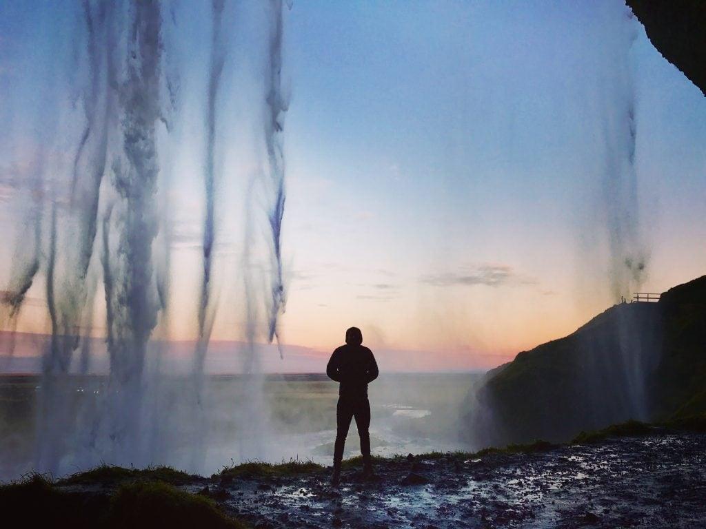 Egyedül a vízesésnél Izlandon