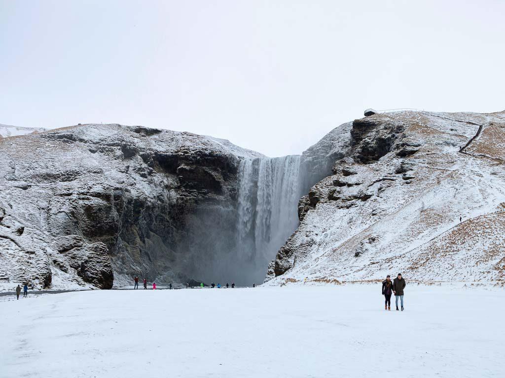 Behavazott Skógafoss vízesés januárban