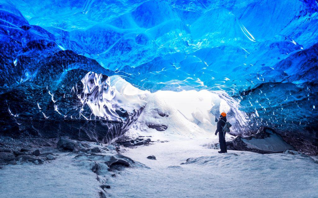 Jégbarlang egy izlandi gleccser belsejében