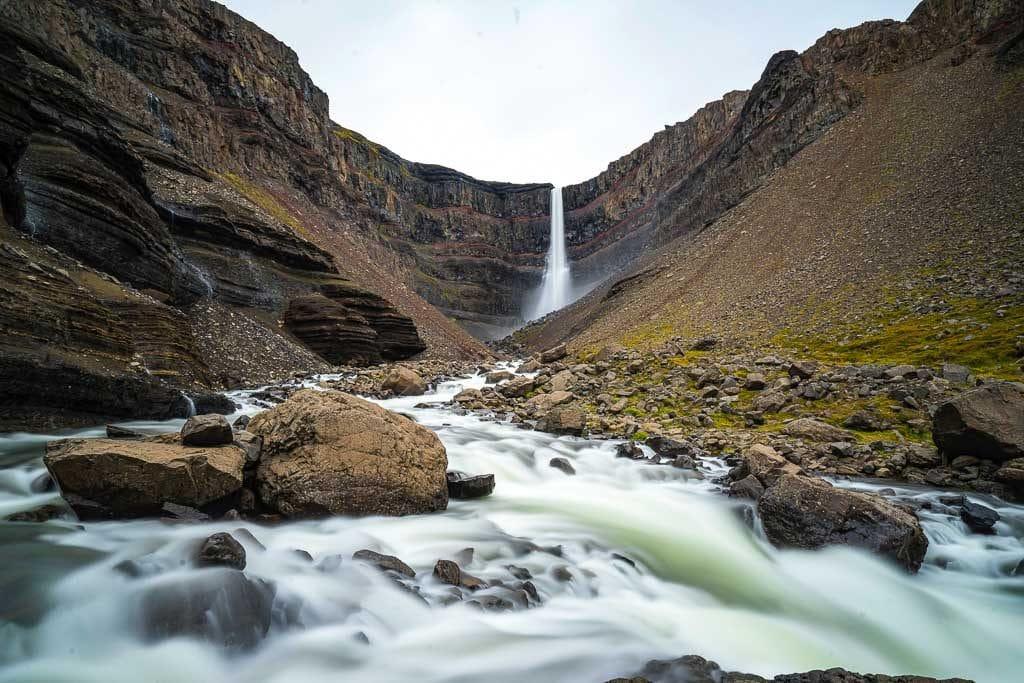 Hengifoss vízesés Kelet-Izlandon