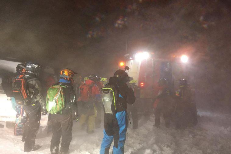 turisták mentése a gleccseren