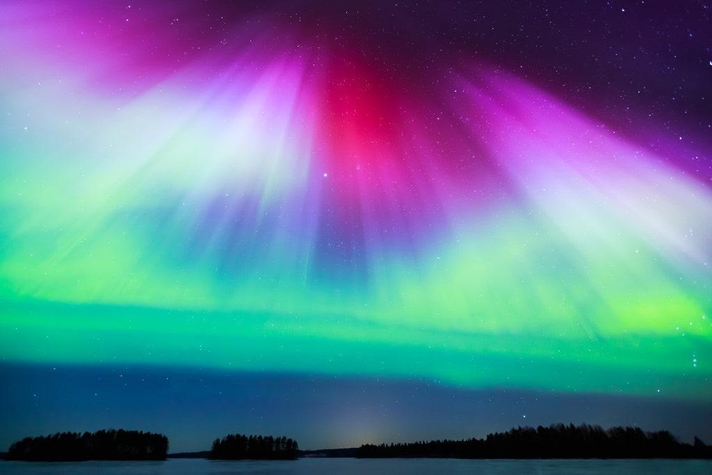 vörös, lila, kék és zöld auróra